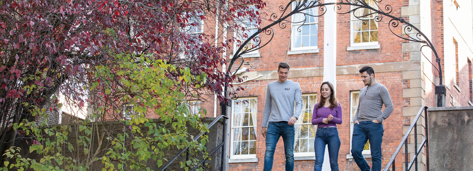 Masters Compare Postgraduate Scholarship for International Student in the UK